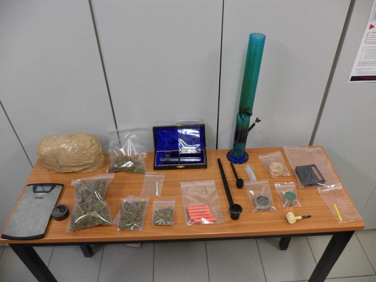 Σύλληψη 30χρονου ημεδαπού στη Φλώρινα για παραβάσεις των νόμων περί  ναρκωτικών και περί βεγγαλικών