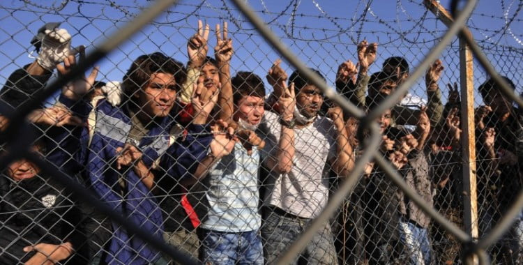 «Πάρτι συμφερόντων» με φόντο τους μετανάστες (Αριστοτέλη Βασιλάκη)