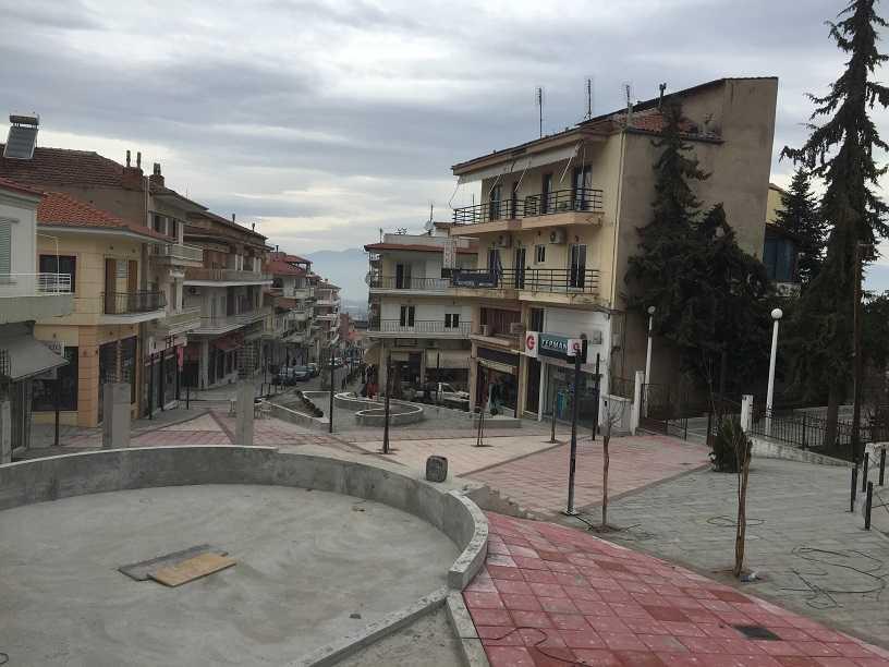 Στο τελικό στάδιο οι εργασίες για την ολοκλήρωση της Ανάπλασης Κεντρικής Πλατείας Σερβίων και του Διατηρητέου Κτιρίου ΄΄Ράπτη΄΄.