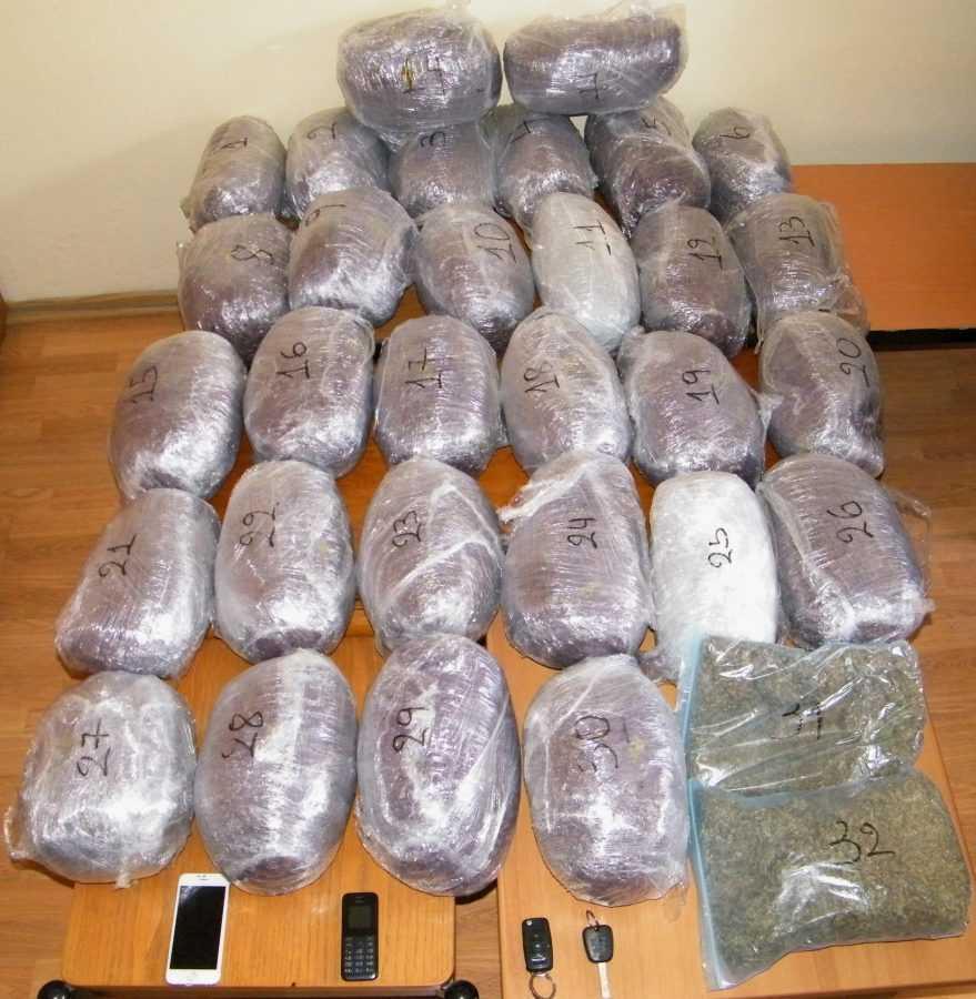 Σύλληψη τριών ατόμων σε περιοχές της Καστοριάς και της Κοζάνης για κατοχή και μεταφορά ναρκωτικών  Κατασχέθηκαν -32- κιλά ακατέργαστης κάνναβης