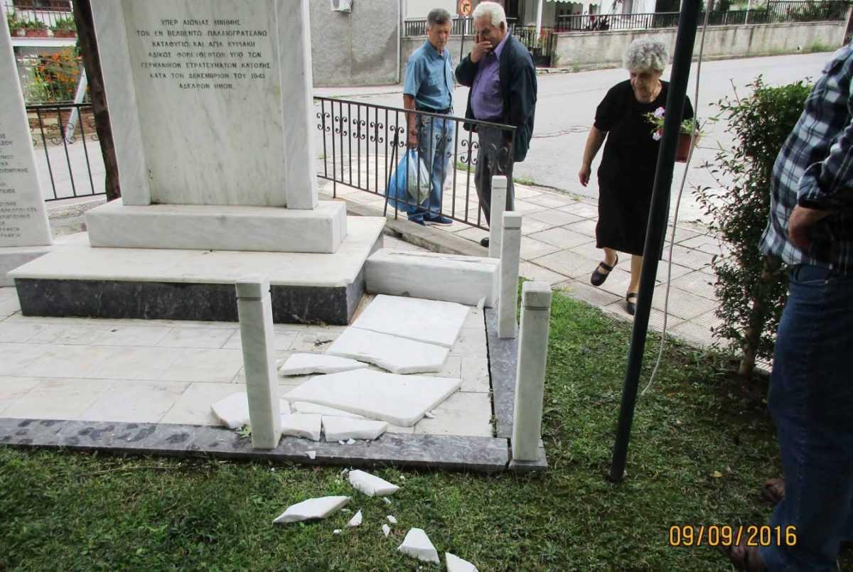 Αναίτια τραυματισμένο το κοινό Μνημείο  εκτελεσθέντων από τα γερμανικά στρατεύματα Κατοχής,  στην πλατεία Αγίου Διονυσίου στο Βελβεντό