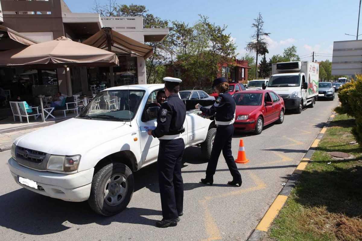 Στο πλαίσιο των συνεχιζόμενων δράσεων για την πρόληψη τροχαίων ατυχημάτων, διανεμήθηκαν ενημερωτικά φυλλάδια από τα Τμήματα Τροχαίας Κοζάνης και Πτολεμαΐδας στην Κοζάνη και την Πτολεμαΐδα