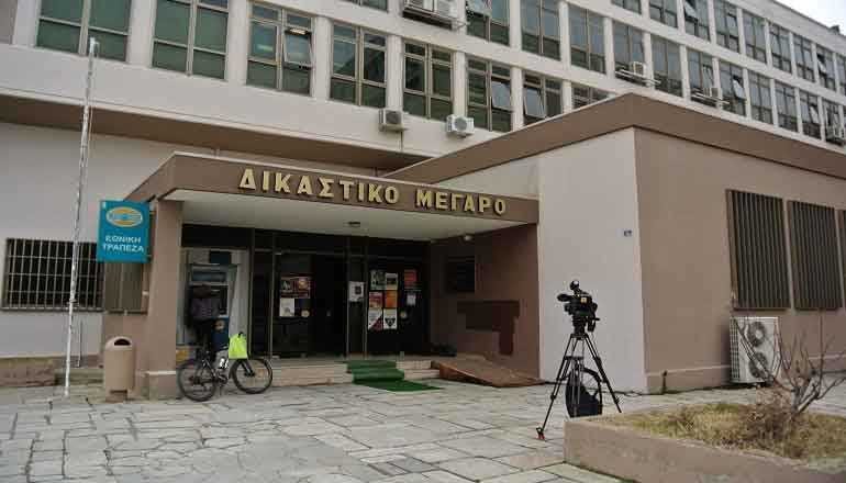 Αθωώθηκαν η πρώην αντιδήμαρχος περιβάλλοντος του δήμου Κοζάνης Ελένη Τασοπούλου, καθώς και οι 2 κτηνίατροι εξωτερικοί συνεργάτες του δήμου κ. Βασιλεία Ζιώγου και κ. Άγγελος Μάρκος, οι οποίοι είχαν κατηγορηθεί για κακοποίηση και βάναυση μεταχείριση αδέσποτων ζώων στο δημοτικό καταφύγιο