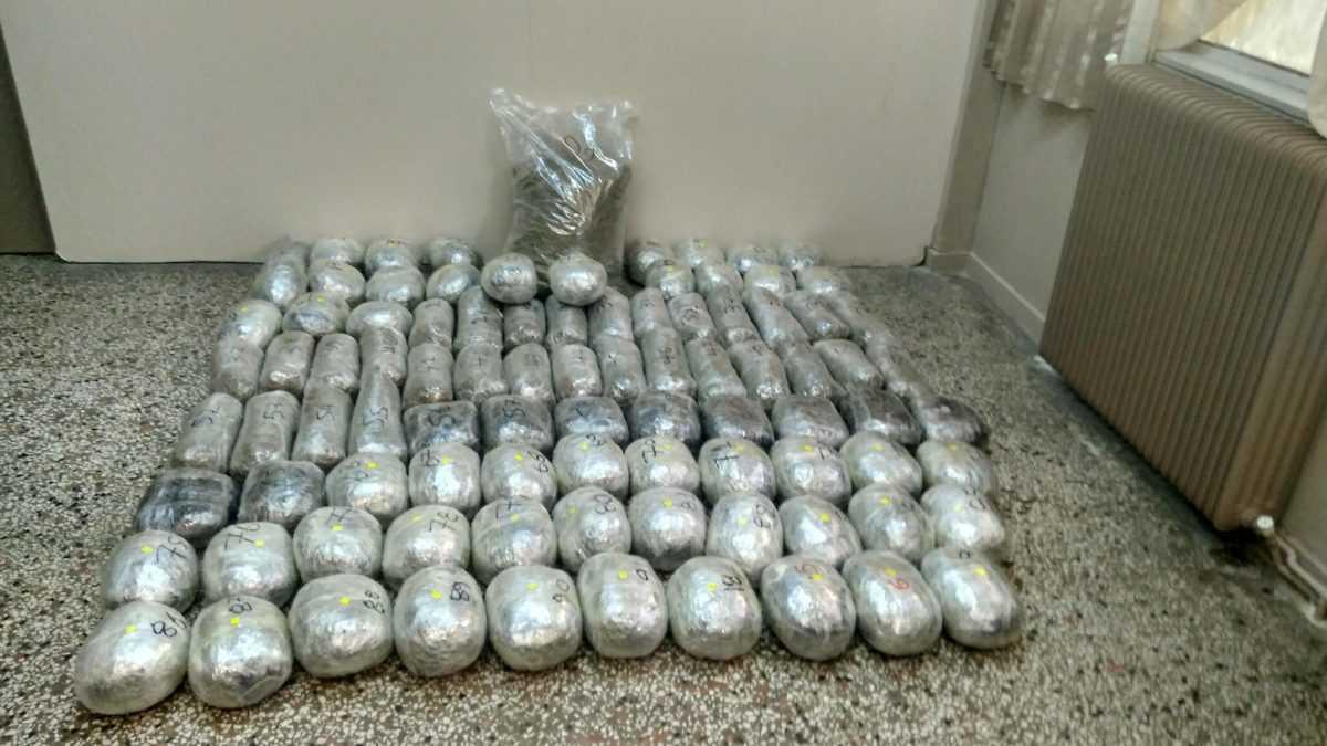 Συνελήφθησαν δυο ημεδαποί για διακίνηση 106 κιλών και 270 γραμμαρίων ακατέργαστης κάνναβης στο πλαίσιο συντονισμένης επιχείρησης που οργανώθηκε από αστυνομικές Υπηρεσίες της Καστοριάς και των Γρεβενών