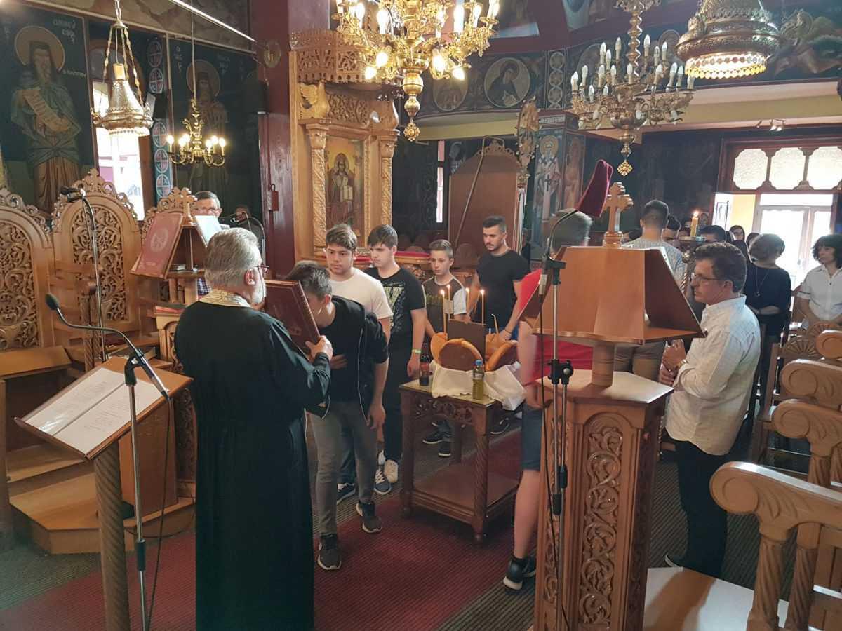 Μελωδική και κατανυκτική η Παράκληση στο Βελβεντό  για τους διαγωνιζόμενους μαθητές Γυμνασίου και Λυκείου.  (του παπαδάσκαλου Κωνσταντίνου Ι. Κώστα)