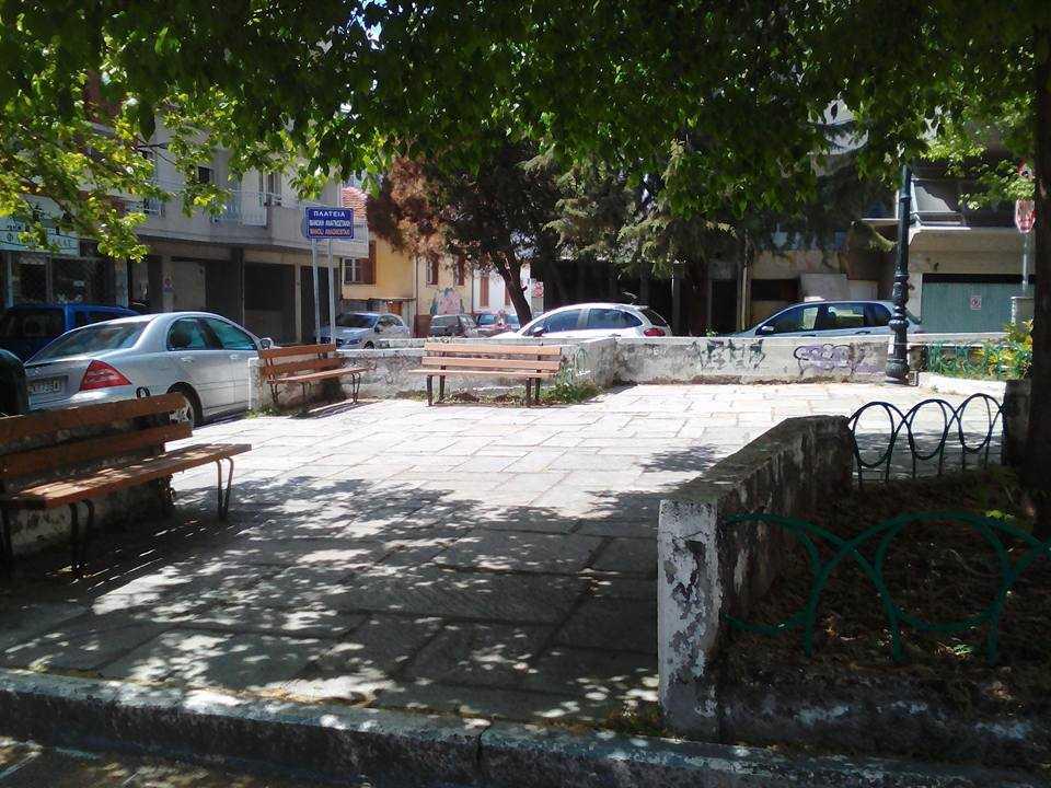 Εργασίες συντήρησης πραγματοποιούνται στην πλατεία Μανόλη Αναγνωστάκη από την Τεχνική Υπηρεσία του Δήμου Κοζάνης, με πρωτοβουλία της Δημοτικής Κοινότητας Κοζάνης.