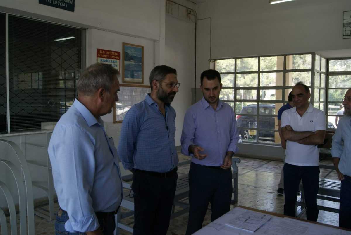 Για τις εξελίξεις στην υλοποίηση του Σχεδίου Βιώσιμης Αστικής Ανάπτυξης του Δήμου Κοζάνης ενημερώθηκε κατά την επίσκεψη του στο χώρο του Σιδηροδρομικού Σταθμού ο Αναπληρωτής υπουργός Οικονομίας και Ανάπτυξης Αλέξης Χαρίτσης από το Δήμαρχο Κοζάνης Λευτέρη Ιωαννίδη και τον Αντιδήμαρχο Κώστα Δεσποτίδη.