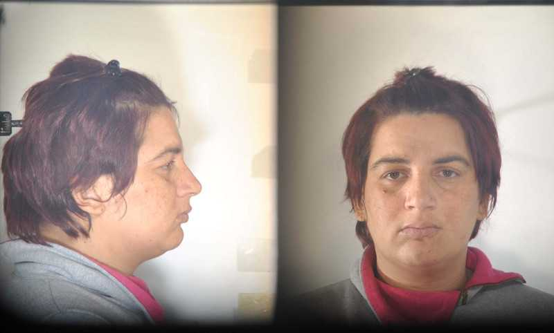 Αυτή είναι η μητέρα και οι 3 άνδρες που βίαζαν τα δύο αγοράκια στη Θεσσαλονίκη. Τηλέφωνα  του Τμήματος Προστασίας Ανηλίκων της Διεύθυνσης Ασφάλειας Θεσσαλονίκης για τυχόν παρόμοια περιστατικά.