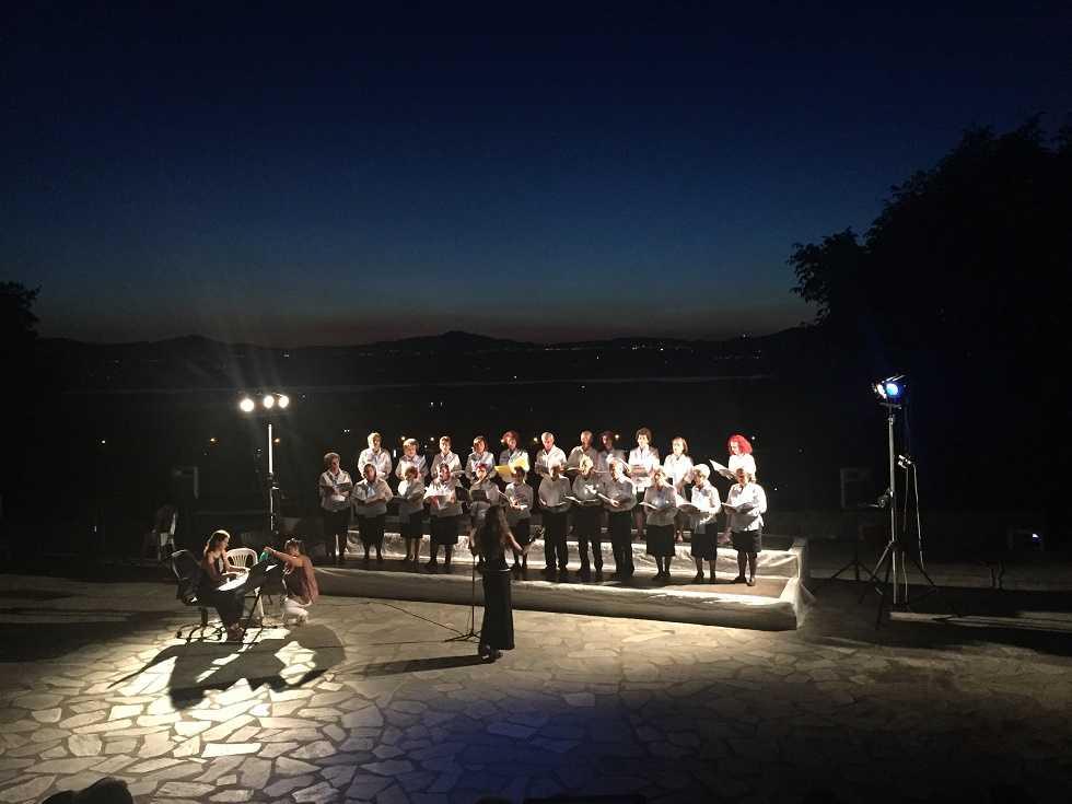 Με τη συνάντηση χορωδιών από Κέρκυρα, Έδεσσα και Σέρβια στο Υπαίθριο Θέατρο Βυζαντινού Λόφου έκλεισε το 15θημερο των εκδηλώσεων του Μ.Ο. Σερβίων «Τα Κάστρα» που ήταν αφιερωμένο στον εορτασμό της Αγ. Κυριακής. (η πολιούχος της πόλης των Σερβίων)