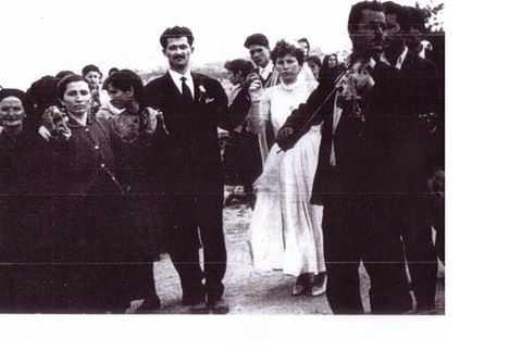Ο ΓΑΜΟΣ ΣΤΟ ΜΕΤΑΞΑ, ΟΠΩΣ ΠΑΛΙΑ ! Ένας γάμος πριν από περίπου 60 χρόνια.