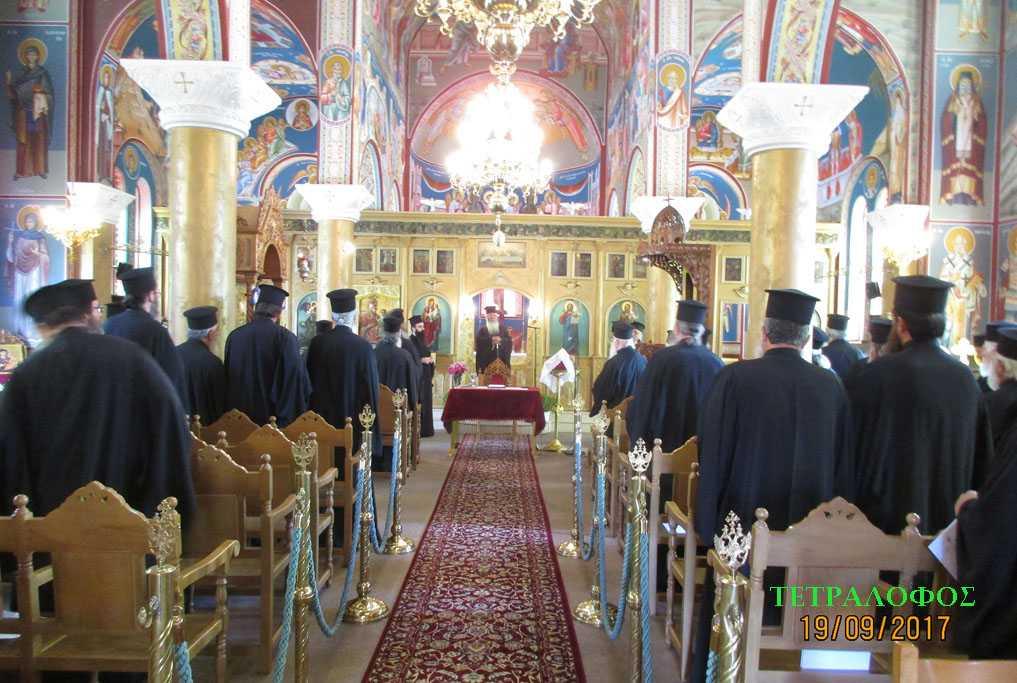 Ο Σεβ. Μητροπολίτης Σερβίων και Κοζάνης Παύλος στην 1η ιερατική σύναξη 2017-2018 στην Παναγία Βλαχερνών Τετραλόφου για τον παρόντα στη Σύναξη 88χρονο συνταξιούχο Κληρικό παπα-Σταύρο Ευσταθίου: ''Ο π. Σταύρος άφησε τον εαυτό του στο Θεό. Σας κάλεσα εδώ (τους Κληρικούς) να δείτε τη δύναμη της πίστης  και της ελπίδας, που ''όρη μεθιστάνει''.