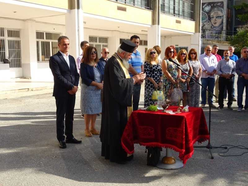 Ο Περιφερειάρχης Δυτικής Μακεδονίας Θ. Καρυπίδης Βρέθηκε Στους Αγιασμούς Των Σχολείων