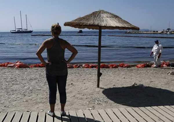 Υπ. Υγείας: Σε ποιες περιοχές απαγορεύεται το κολύμπι μετά τη μόλυνση από την πετρελαιοκηλίδα