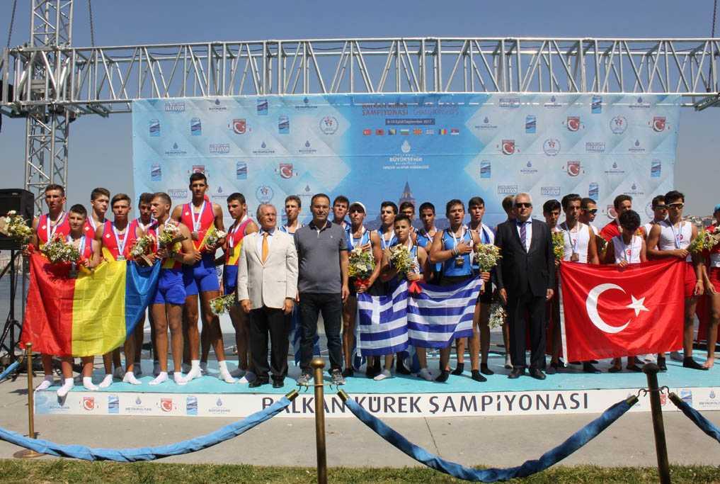 Οι χρυσοί κωπηλάτες στην Κωνσταντινούπολη, μαθητές Λυκείου,  (μέλη του Ν.Ο.Κ. και της Εθνικής Ελλάδος Παίδων)  προσκεκλημένοι στον Άγιο Διονύσιο εν Ολύμπω Βελβεντού