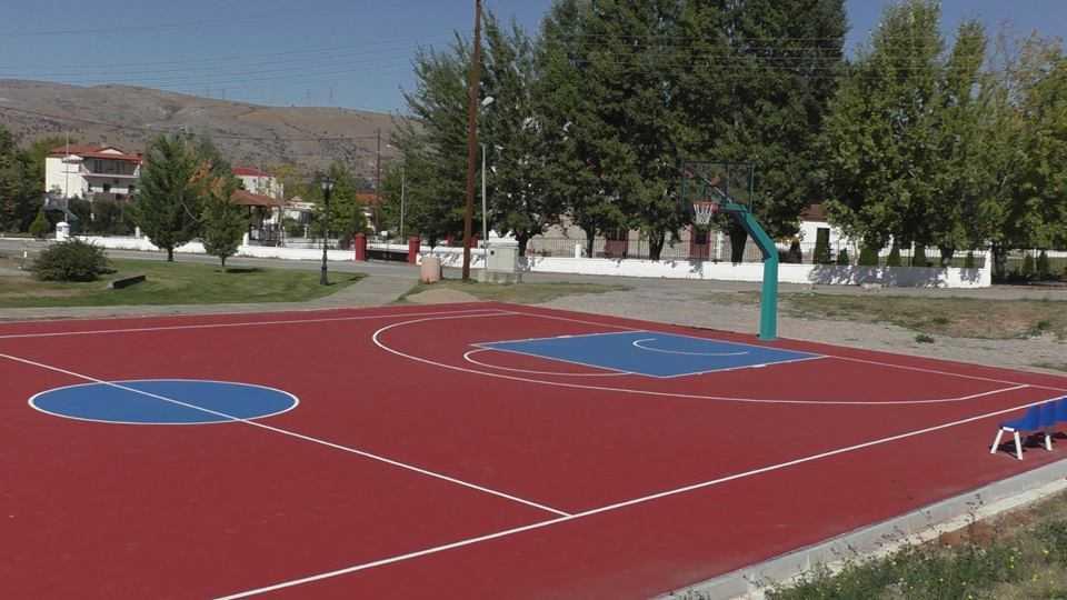 Παραδόθηκε το νέο ανοιχτό γήπεδο μπάσκετ στην ΤΚ Κοίλων. Τρία αναλογα γηπεδα κατασκευάζονται και το επόμενο είναι στην κοινότητα Αλωνακίων