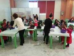 Ο παγωτατζής και οι γεύσεις με μούστο ενθουσίασαν τα παιδιά στο Εκθεσιακό Κέντρο Κοζάνης