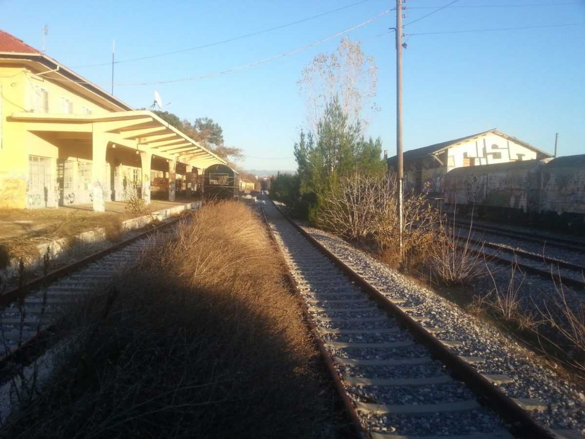 Το  μουρμουρητό  του  σιδηροδρομικού   σταθμού  Κοζάνης   ( Αστέριος Τσίρος )