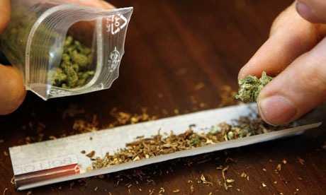 Σύλληψη -3- ατόμων (23 και 43 χρόνων και μία 34χρονη γυναίκα) σε περιοχές των Γρεβενών για κατοχή ναρκωτικών