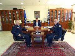 Τον Περιφερειάρχη Θεόδωρο Καρυπίδη επισκέφθηκε ο νέος Γενικός Περιφερειακός Αστυνομικός Διευθυντής Δυτικής Μακεδονίας Υποστράτηγος Αθανάσιος Μαντζούκας, συνοδευόμενος από τον Βοηθό Διευθυντή της Γ. Π. Α. Δ. Ευθύμιο Αμαραντίδη