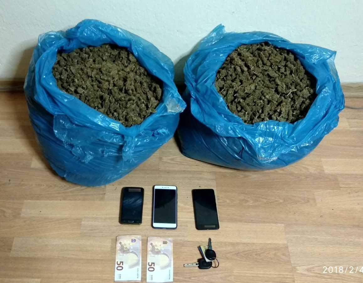 Συνελήφθησαν -3- άτομα σε περιοχή της Καστοριάς για διακίνηση ακατέργαστης κάνναβης, βάρους -10- κιλών και -820- γραμμάριων