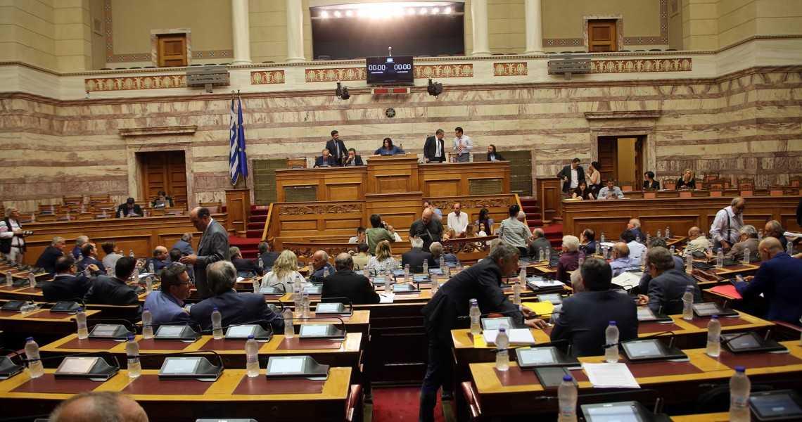 Σκοπιανό: «Κλείδωσε» η πλειοψηφία 152-153 βουλευτών χωρίς τον Καμμένο Τρεις «γραμμές» εντός των ΑΝΕΛ για τη συμφωνία των Πρεσπών