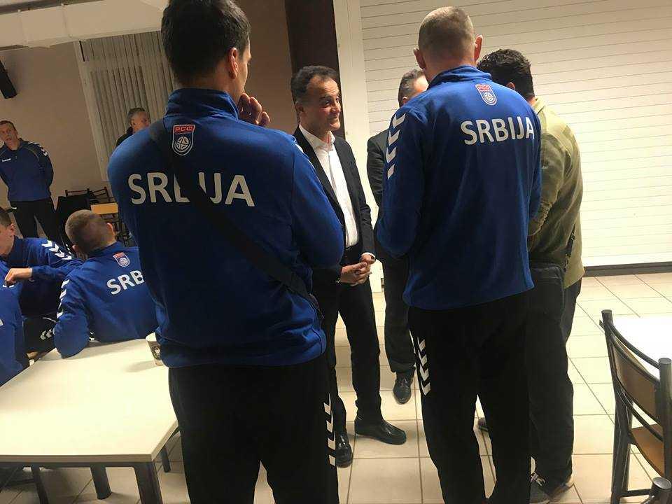 Ο Περιφερειάρχης κοντά στις αποστολές των Εθνικών Ομάδων Παίδων Χάντμπολ Ελλάδας και Σερβίας