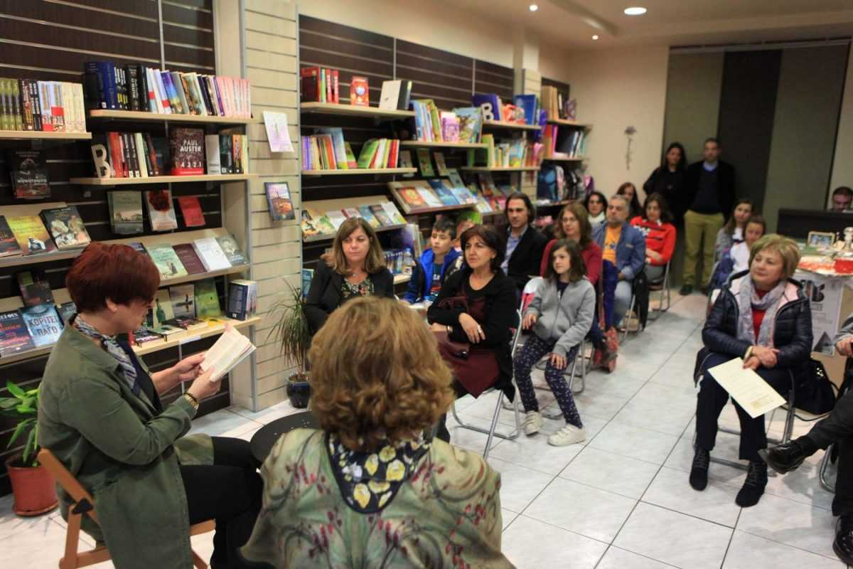 Με λογοτεχνικό περίπατο στα βιβλιοπωλεία της Κοζάνης συνεχίστηκαν οι εκδηλώσεις για τα εγκαίνια της Κοβεντάρειου Δημοτικής Βιβλιοθήκη