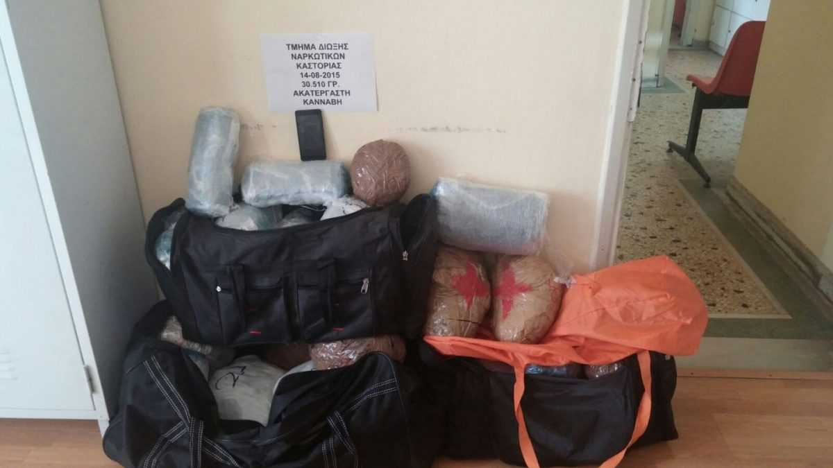 Συνελήφθη 23χρονος αλλοδαπός σε περιοχή της Καστοριάς για εισαγωγή ναρκωτικών στη χώρα  Κατασχέθηκαν συνολικά πάνω από 30 κιλά κάνναβης