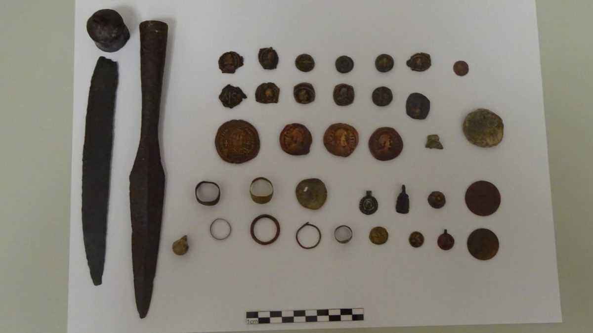 Συνελήφθη 62χρονος ημεδαπός στην Κοζάνη για παράβαση του νόμου περί αρχαιοτήτων.