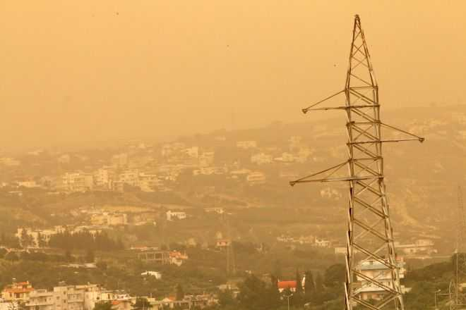 Συννεφιά, ασθενείς βροχές και αφρικανική σκόνη