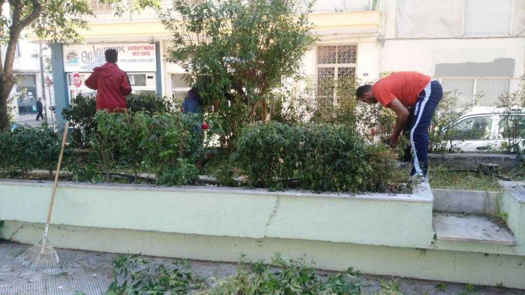 Περιποίηση του πρασίνου στην πλατεία Γιολδάση από την Δημοτική Κίνηση