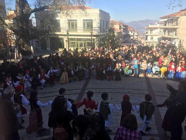 Εορταστική ατμόσφαιρα στην Κεντρική Πλατεία Σερβίων