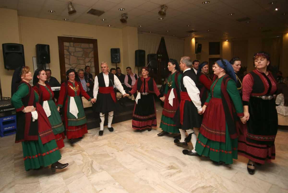 Με επιτυχία πραγματοποιήθηκε στο Βελβεντό ο ετήσιος χορός του πολιτιστικού-λαογραφικού συλλόγου Αγίας Κυριακής «Η ΤΣΙΟΥΚΑ»