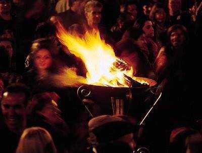 ΑΠΟΚΡΙΑ: ΤΟ ΠΑΙΓΝΙΔΙ ΤΗΣ ΖΩΗΣ ΜΕ ΤΟ ΘΑΝΑΤΟ KOZANH: ΣΤΗΝ ΠΥΡΑ ΤΩΝ ΦΑΝΩΝ