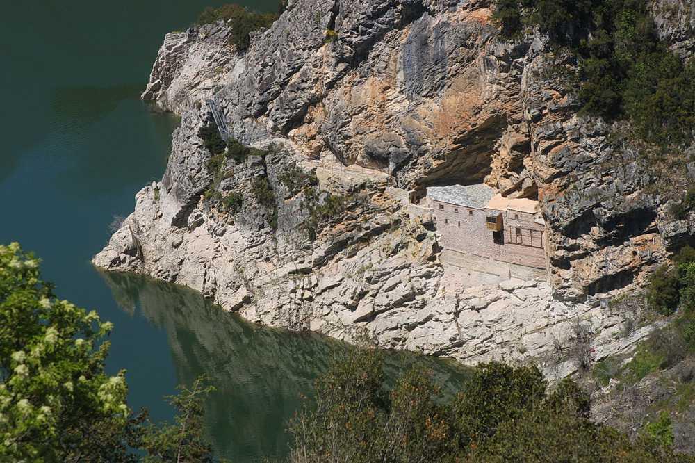 Ιστορική Θεία Λειτουργία στη σπηλαιοσκήτη του Οσίου Νικάνορος στη Ζάβορδα, μετά από 100 και πλέον χρόνια! (ΒΙΝΤΕΟ 19' – ΦΩΤΟ)