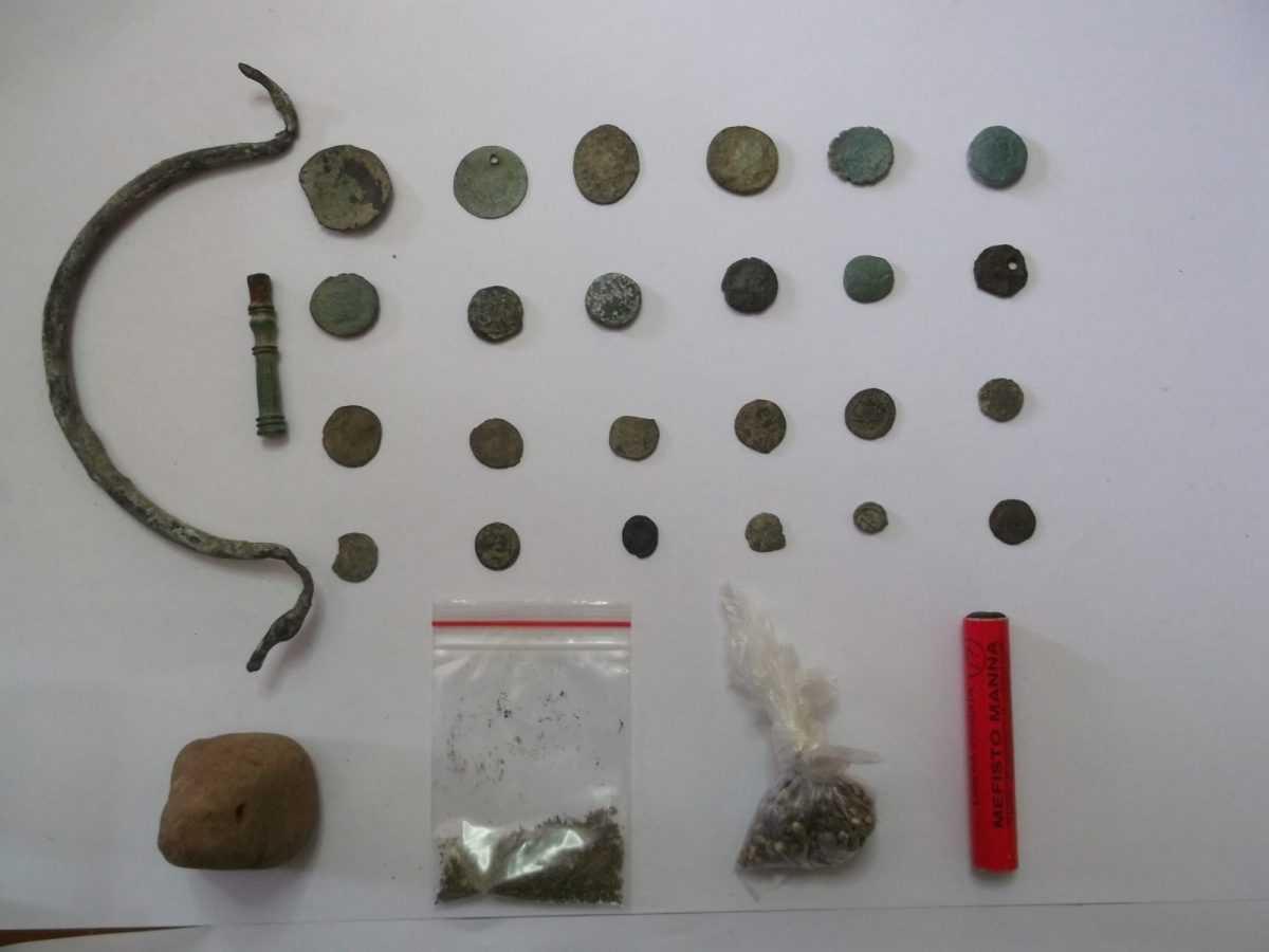 Σύλληψη -3- ημεδαπών σε περιοχή των Γρεβενών για παράβαση της νομοθεσίας περί Αρχαιοτήτων, καθώς κατείχαν -32- αντικείμενα ιδιαίτερης αρχαιολογικής και επιστημονικής αξίας