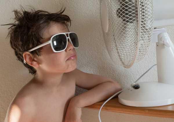 Μύθοι και αλήθειες για τον καύσωνα, η σωστή προστασία των παιδιών