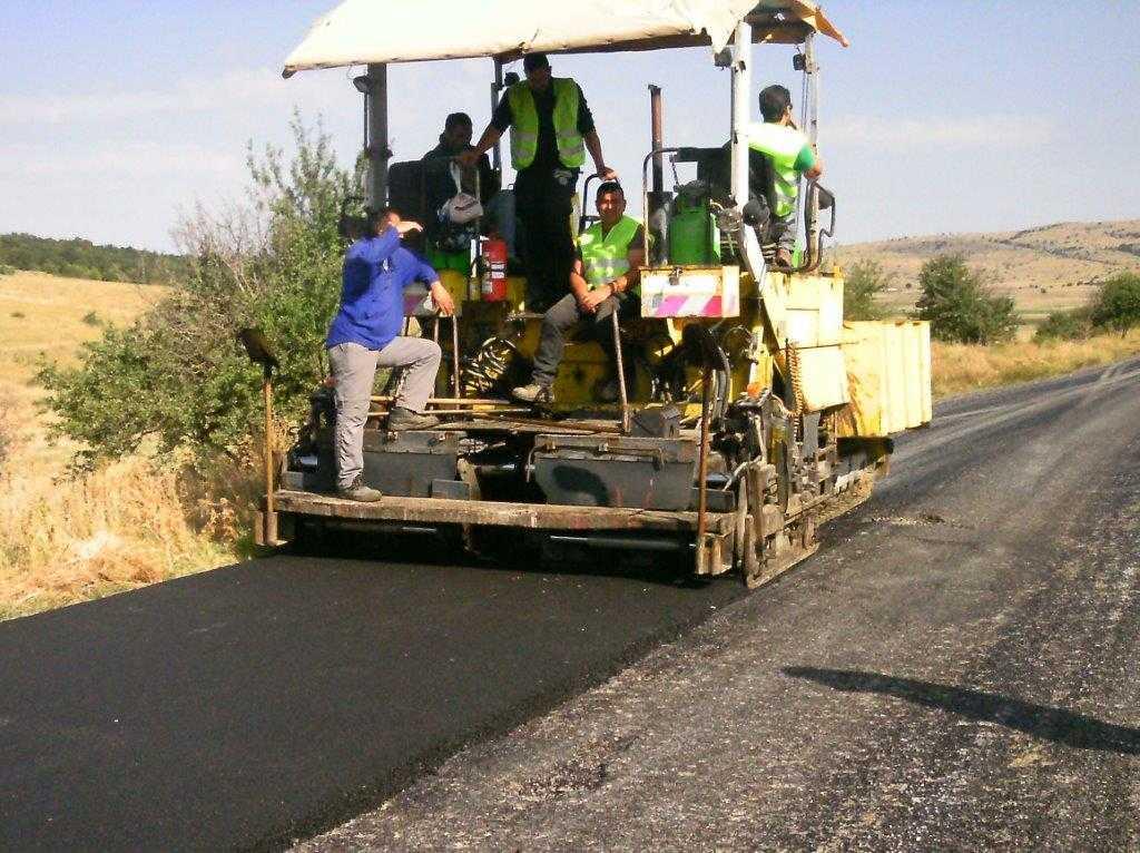 Εργασίες ασφαλτόστρωσης και αποκατάστασης φθορών σε οδούς της Κοζάνης