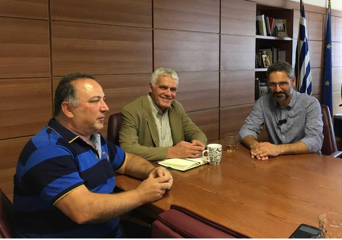 Συνάντηση με τον Αναπληρωτή Υπουργό Αγροτικής Ανάπτυξης και Τροφίμων Γιάννη Τσιρώνη είχαν την Τρίτη ο Δήμαρχος Κοζάνης Λευτέρης Ιωαννίδης και ο Αντιδήμαρχος Περιβάλλοντος Γιάννης Γρηγοριάδης για το ζήτημα της διαχείρισης των αδέσποτων ζώων συντροφιάς στους Δήμους.