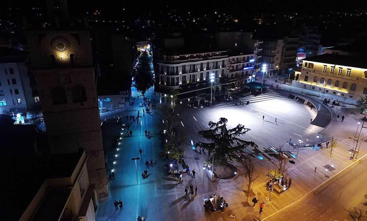 Η  πλατεία της Κοζάνης απέσπασε το πρώτο βραβείο στην κατηγορία των δημόσιων χώρων στα αρχιτεκτονικά βραβεία του Συλλόγου Αρχιτεκτόνων Διπλωματούχων Ανωτάτων Σχολών- Πανελλήνια Ένωση Αρχιτεκτόνων.