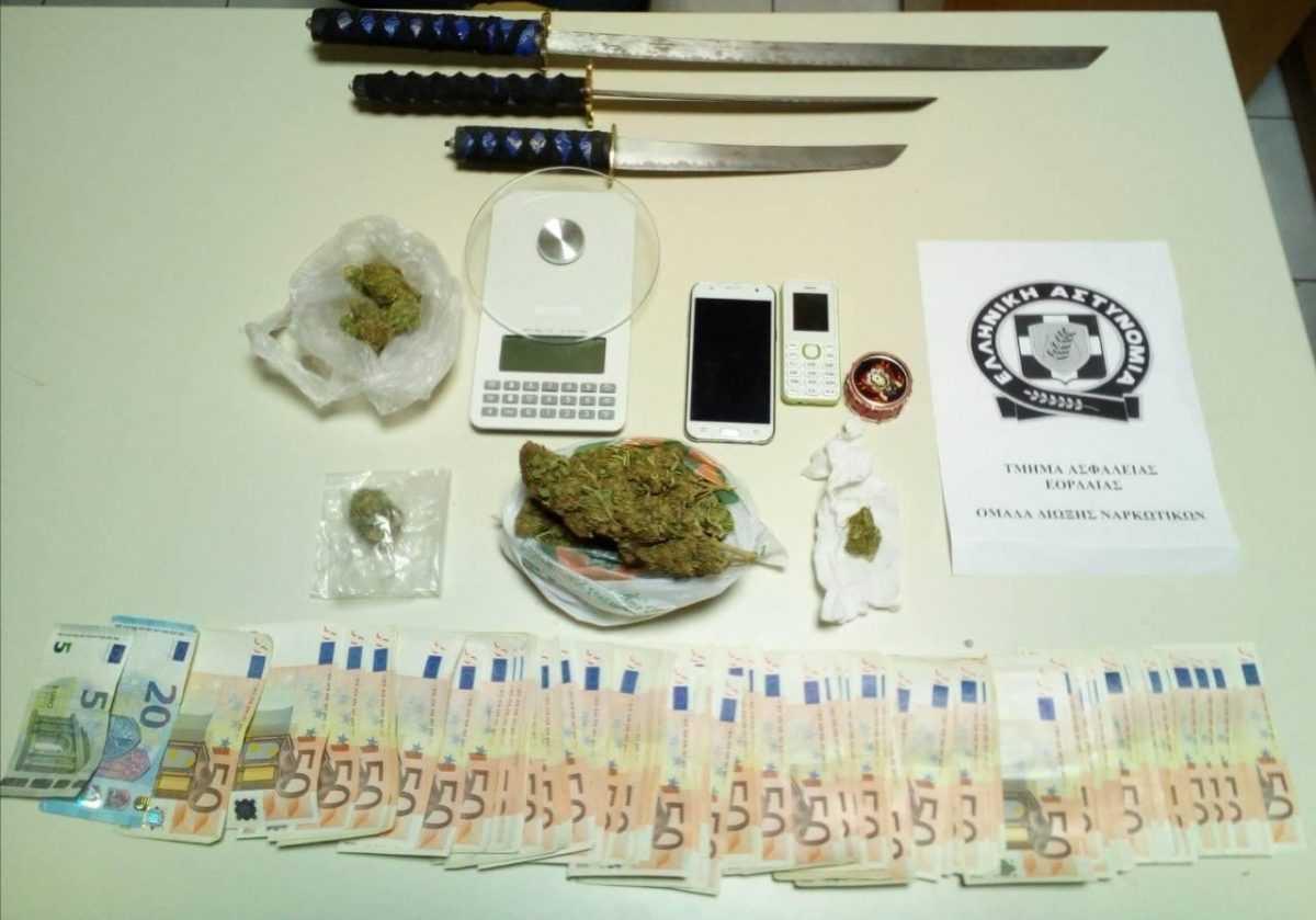 Σύλληψη -3- ημεδαπών στην Πτολεμαΐδα για παραβάσεις των νόμων περί ναρκωτικών και περί όπλων  Μεταξύ άλλων κατασχέθηκαν -107- γραμμάρια ακατέργαστη κάνναβη και χρηματικό ποσό -6.025- ευρώ