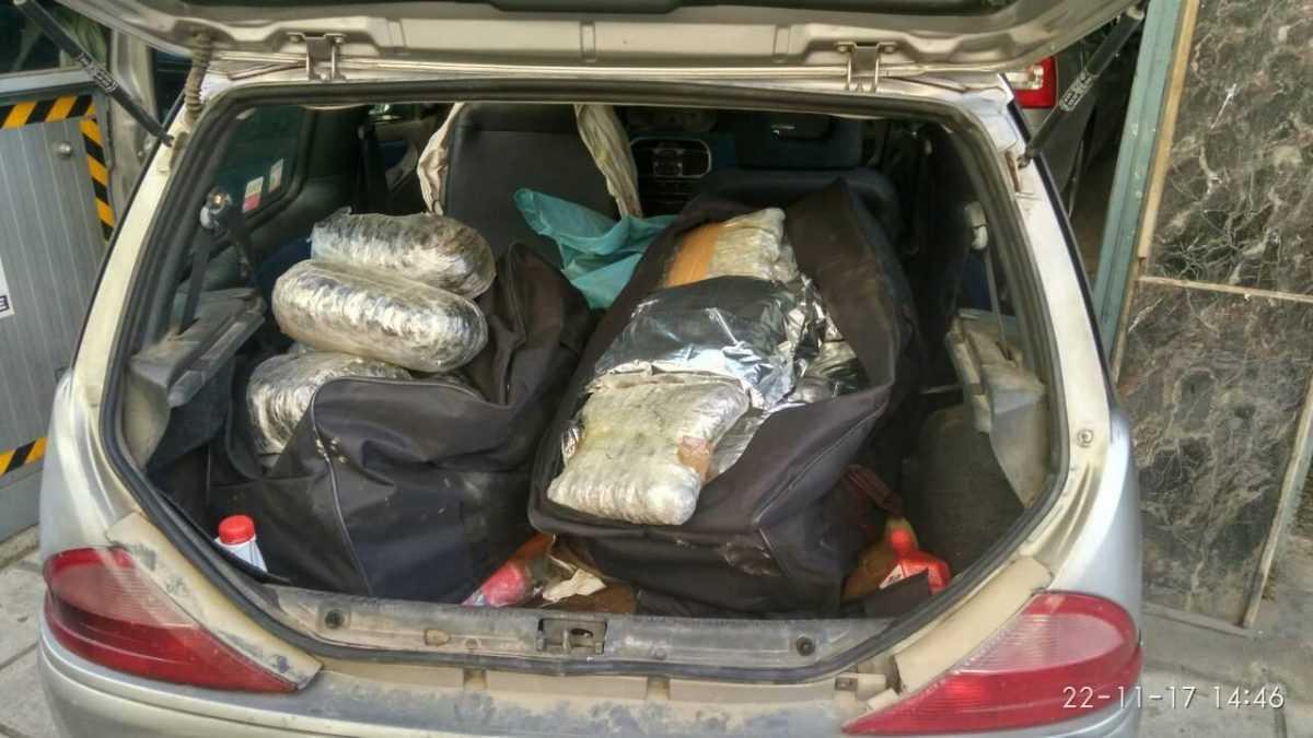 40-κιλά και 500- γραμμάρια κάνναβης συνελήφθησαν 38χρονoς και 32χρονη να διακινούν στην Καστοριά