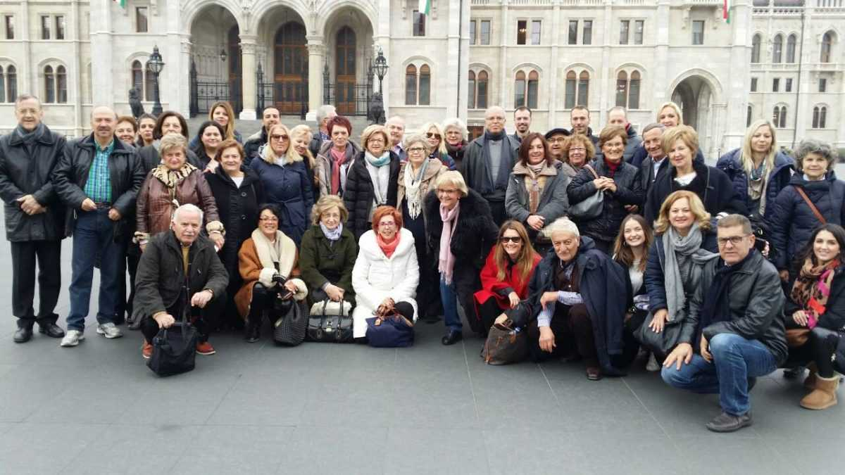 Εντυπωσίασαν οι Βλατσιώτες στη Βουδαπέστη.  Χοροί της Βλάστης και της Μακεδονίας στην πόλη που μεγαλούργησε η οικογένεια Σίνα
