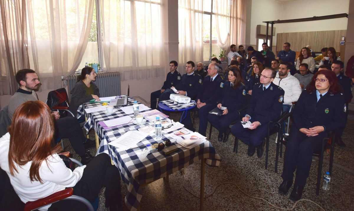 Η Διεύθυνση Αστυνομίας Καστοριάς με το Κέντρο Συμβουλευτικής Γυναικών Θυμάτων  Βίας του Δήμου Καστοριάς πραγματοποίησε ενημερωτική ημερίδα με θέμα «Ενδοοικογενειακή Βία - Η ιδιαιτερότητα του ρόλου της Αστυνομίας στην αντιμετώπιση της κακοποίησης των γυναικών»