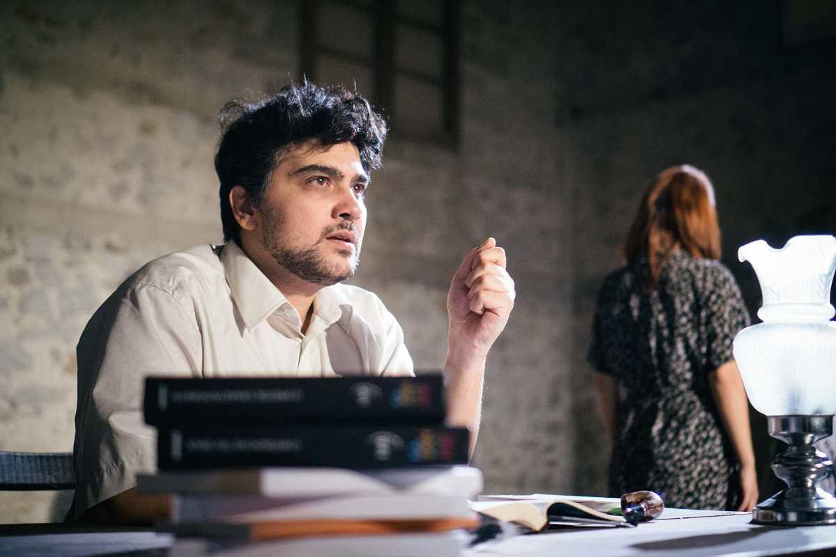 Η παράσταση «Φτάσε όπου δεν μπορείς» φτάνει στην Κωνσταντινούπολη