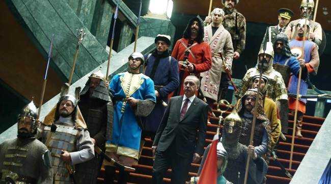 Ο Ερντογάν στην Αθήνα:  Τι γυρεύει η αλεπού στο παζάρι;