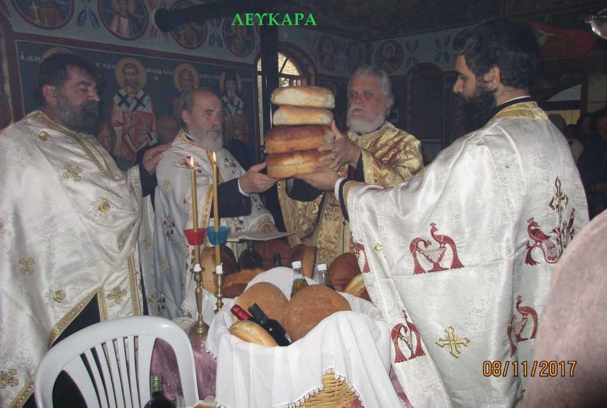 Με ψαλμούς και ύμνους και ωδές πνευματικές  πανηγύρισε το Εξωκλήσι του Αγίου Νεκταρίου Λευκάρων.  (του παπαδάσκαλου Κωνσταντίνου Ι. Κώστα)