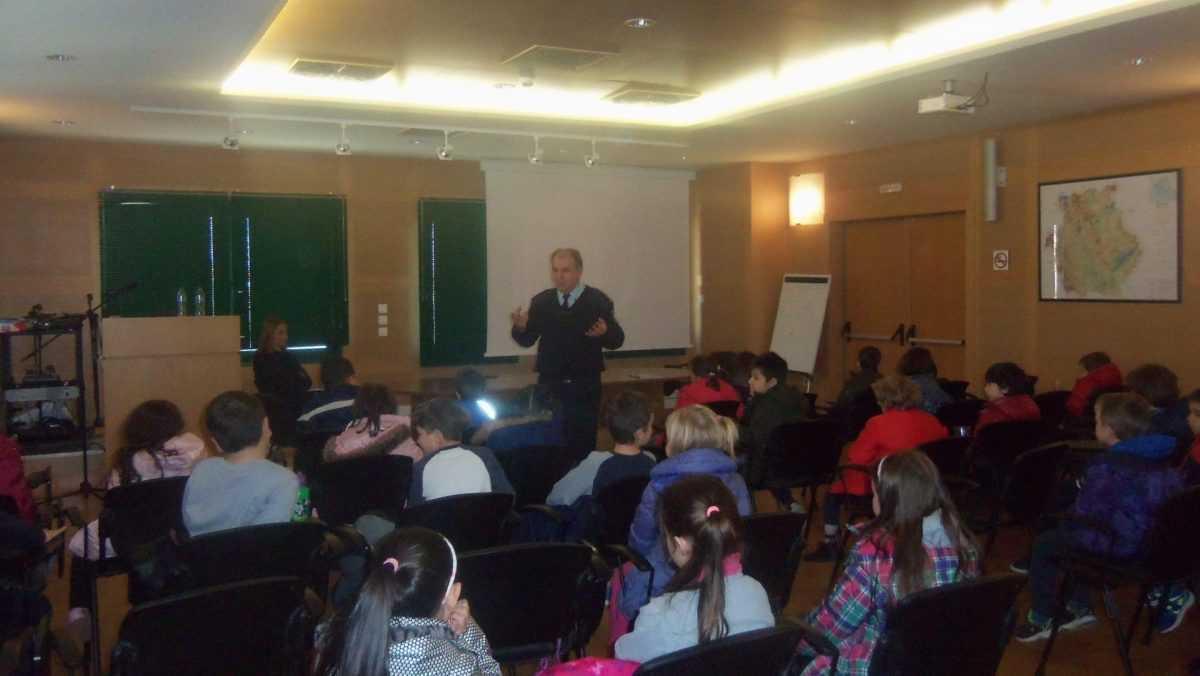 Επισκέφτηκαν το Αστυνομικό Μέγαρο Κοζάνης μαθητές του 12ου Δημοτικού Σχολείου Κοζάνης και παιδιά του Κέντρου Δημιουργικής Απασχόλησης Παιδιών με Αναπηρία