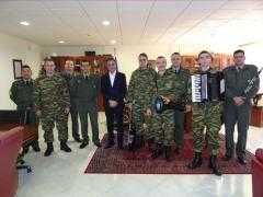 Τα Χριστουγεννιάτικα Κάλαντα έψαλαν στον Περιφερειάρχη Δυτικής Μακεδονίας Θεόδωρο Καρυπίδη, την Παρασκευή 22 Δεκεμβρίου, ο Στρατός, η Πανδώρα και Σύλλογοι της περιοχής.