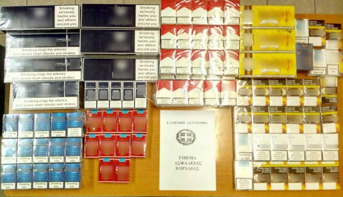 Συλλήψεις για παραβιάσεις της νομοθεσίας περί τελωνειακού κώδικα. Μεταξύ άλλων κατασχέθηκαν -570- αδασμολόγητες φιάλες οινοπνευματωδών ποτών, -6.820- λαθραία τσιγάρα και χρηματικό ποσό -6.936- ευρώ